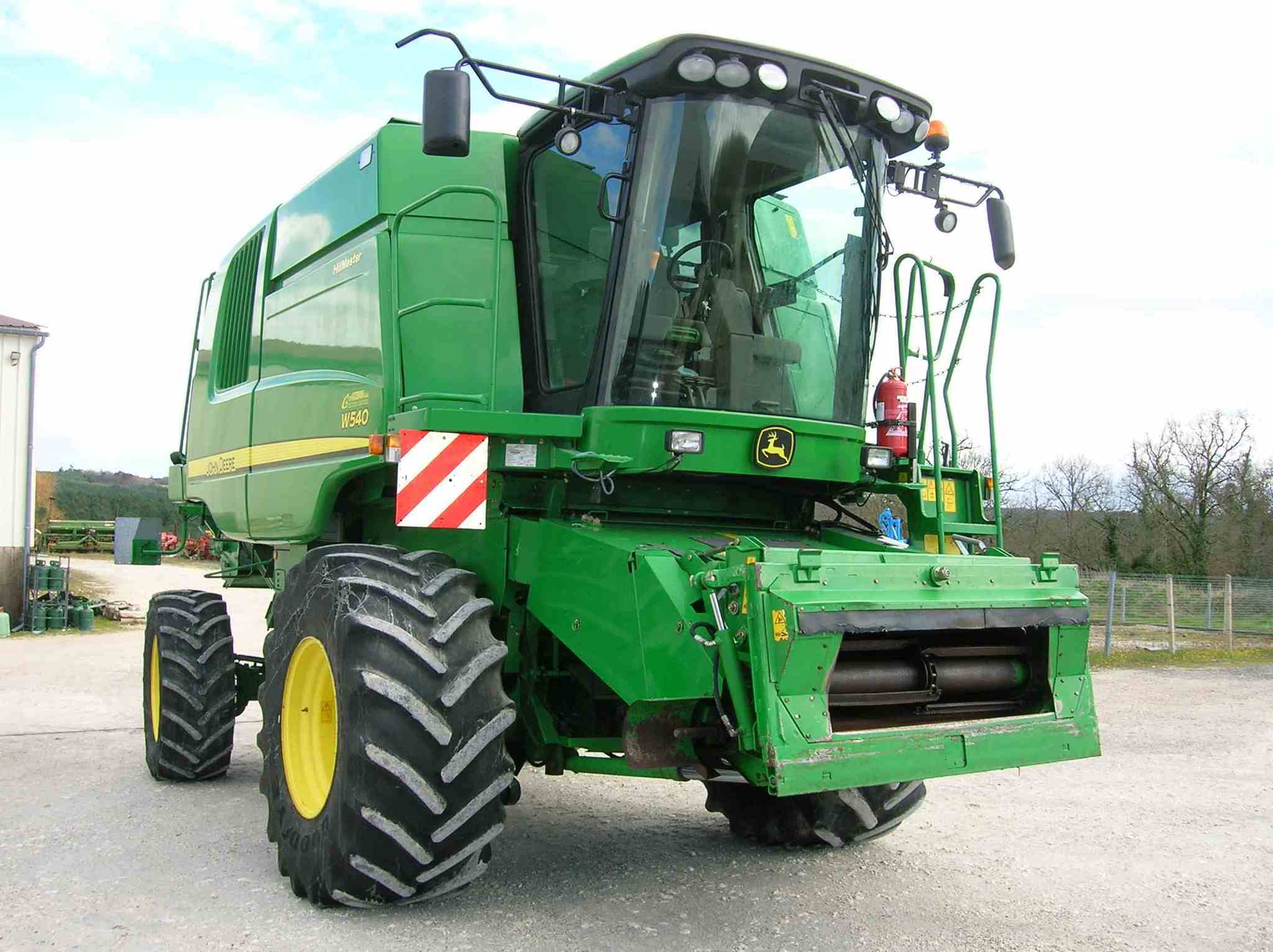 Moissonneuse batteuse John Deere MOISSONNEUSE BATTEUSE W540 HM - 1