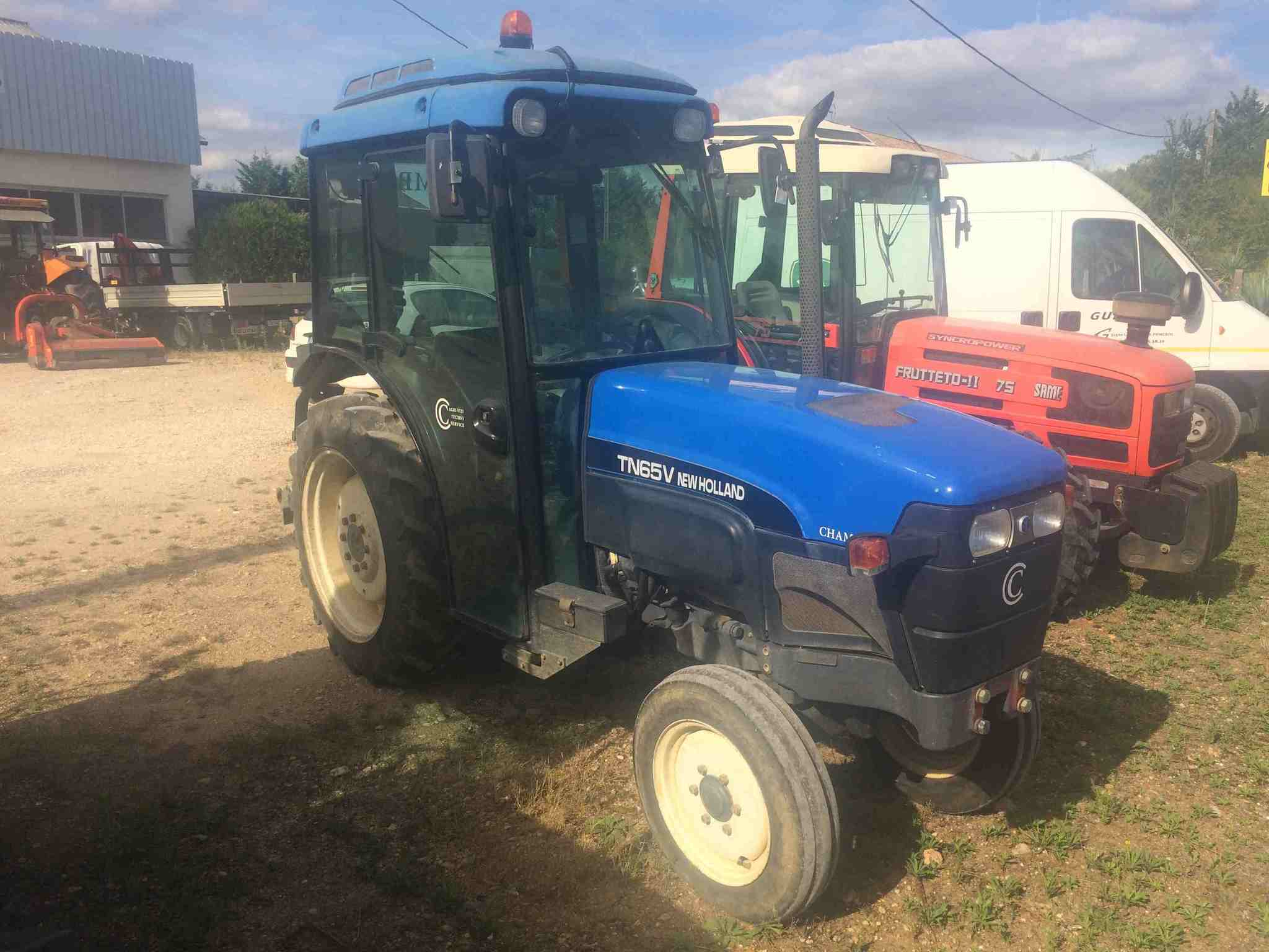 Tracteur vigneron New Holland TN65V - 1
